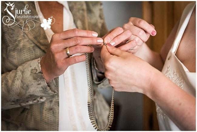 Spontane bruidsfotografie in het gemeentehuis in Heerlen